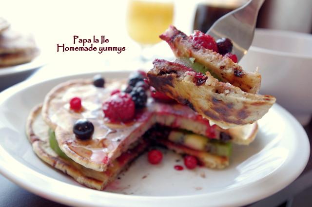 Pancakes cu ciocolata si fructe (14)