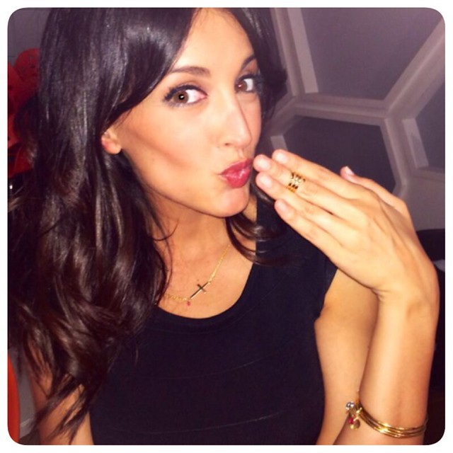Noelia Lopez con joyas Gemmasu Jewels