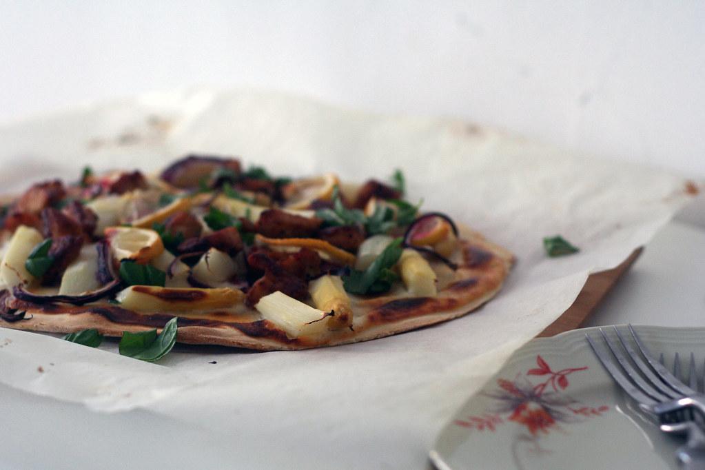 zwergenprinzessin kocht: flammkuchen mit spargel, putenbrust & zitrone