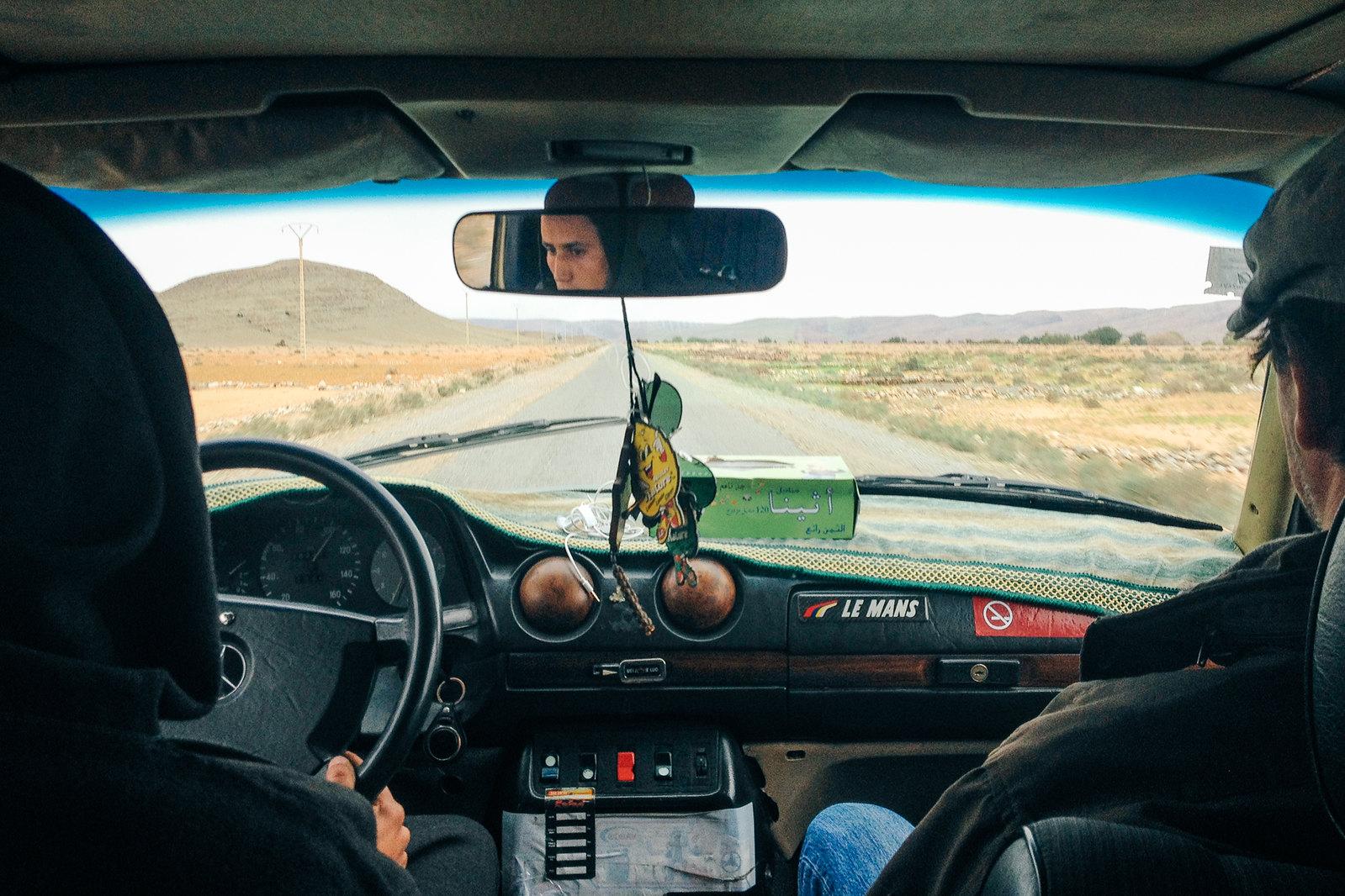 Amtoudi, anti-Atlas - 5 jours de trek au Maroc - Dans le grand taxi