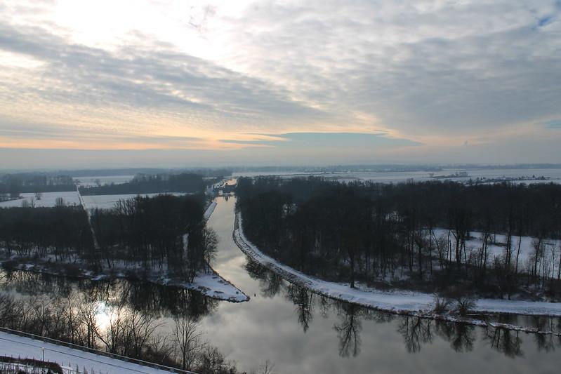 Confluence of the Vraňansko-hořínskí plavební kanál, the Labe and the Vltava