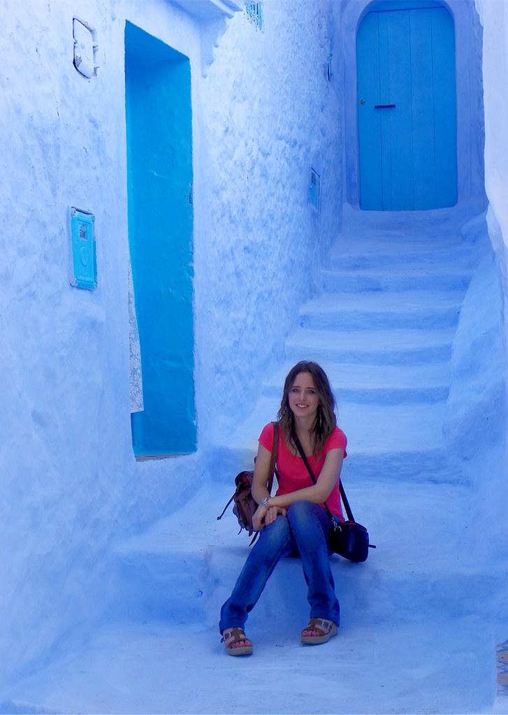 Chefchauen, el pueblo azul de Marruecos con escaleras en color azul y una de las mejores excursiones del norte de Marruecos