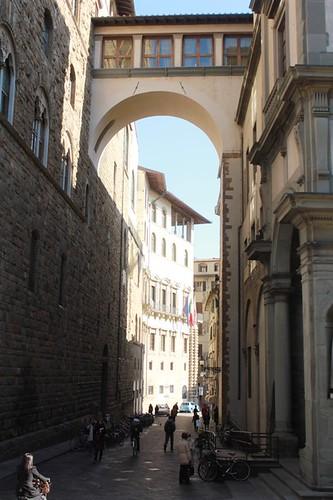 Piazza della Signoria: passaggio tra palazzi