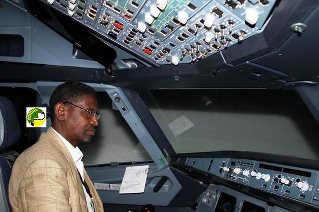 Brahim Ould Boihy dans sa cabine de pilotage