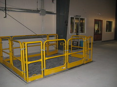 Hydraulic mounting lift