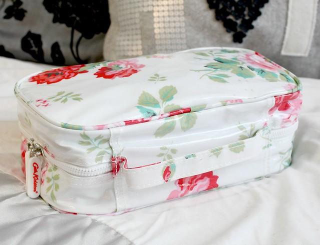 Cath Kidston Rose Boquet Washbag. Catch Kidston, Cath Kidston Makeup Bag, Cath Kidston Washbag, Cath Kidston Rose Boquet Washbag Review,