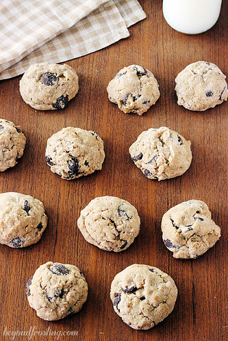Coconut Chai Chocolate Chip Cookie | beyondfrosting.com | #cookie #christmascookie #chocolatechip