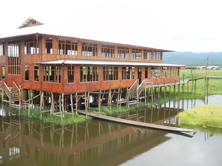 Inle-Khit Sunn Yin weaving Center