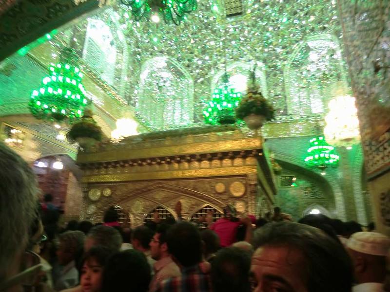 156 Tumba iman Reza (Salto a la reja) Interior de la mezquita de Iman Reza en Masshad. Foto de Majid Kharinkani (10)