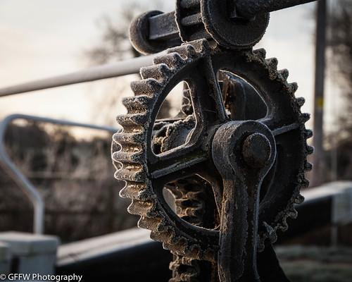 sunrise canal gear worcestershire worcester droitwich lockgate windinggear hawford