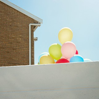walls, balloons and sky