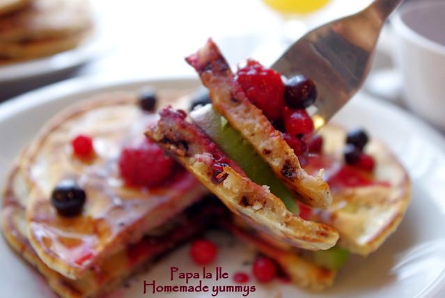 Pancakes cu ciocolata si fructe (13)