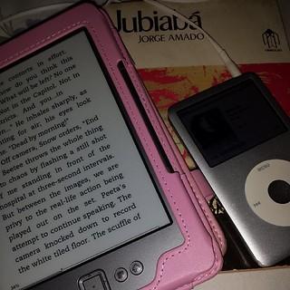 Dia08|Maio livros seja em que formato e música!  #desculpashámuitas #weblogyou #Hobby #books #music #ebooks #livros #musica #kindle