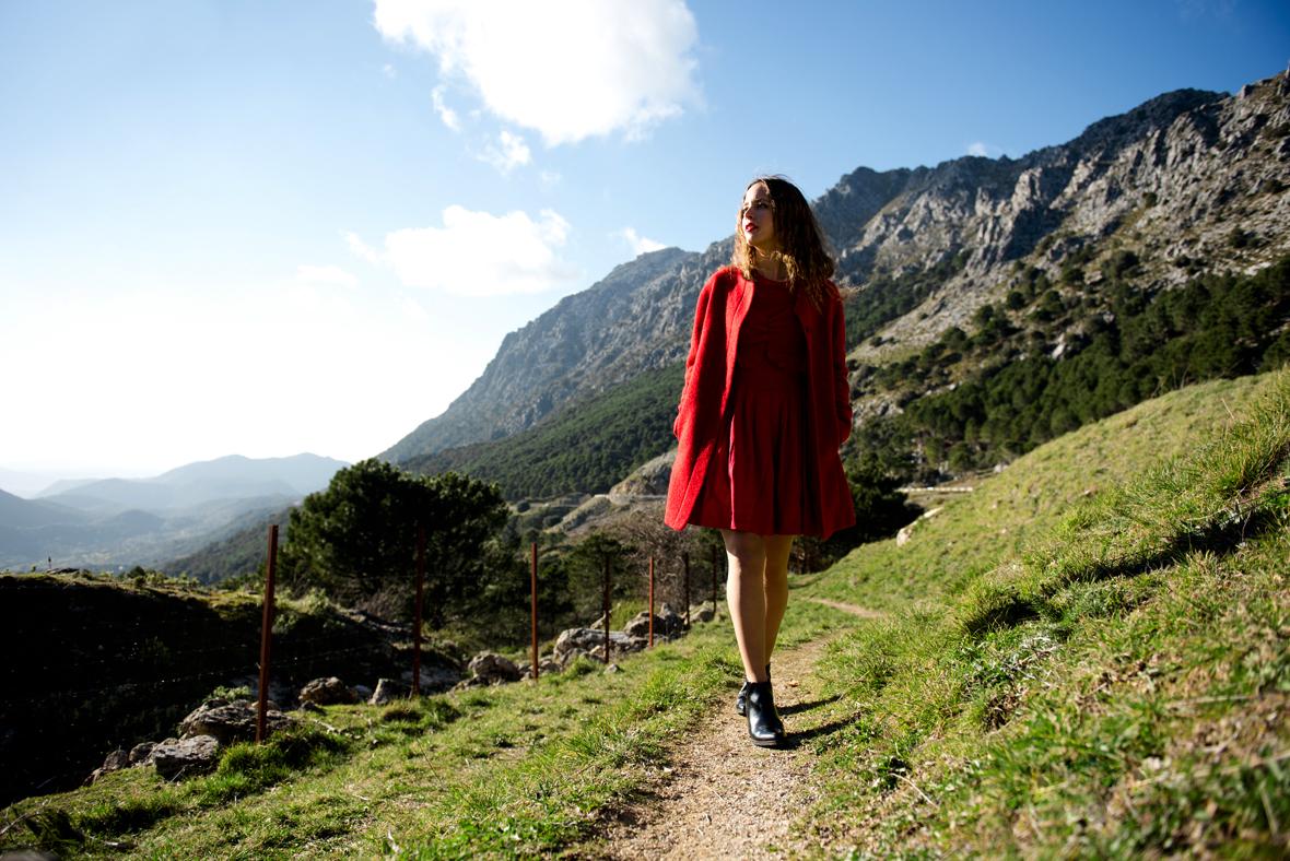 Bluexer blog de moda y tendencias vestida de rojo en Grazalema