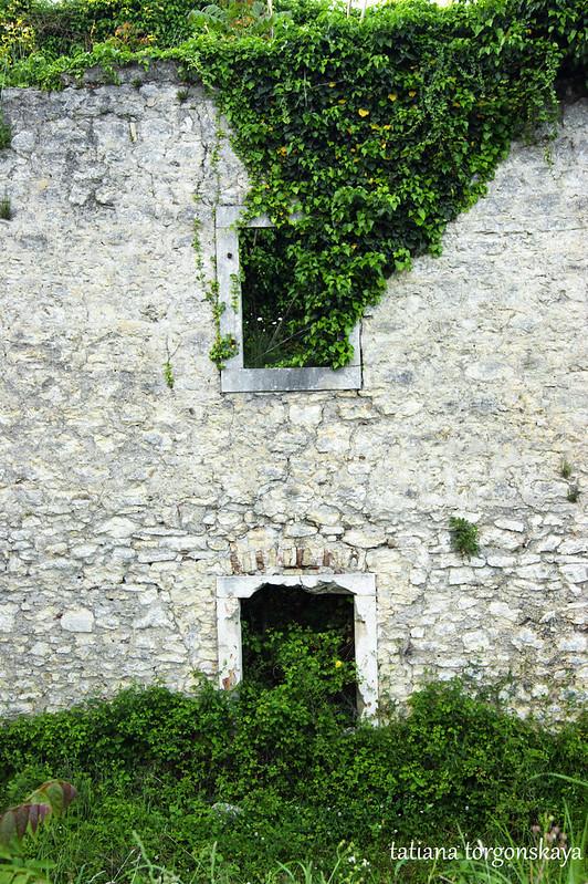 Окна казармы