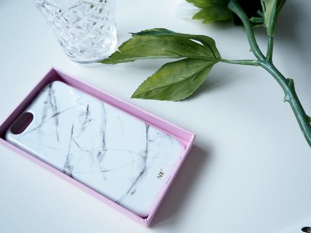 nunucoshoppingP4242397,nunucoshoppingP4242400,nunucoshoppingP4242387, nunuco design company, shopping, ostokset, notebook, muistikirja, brand, yritys, merkki, design, personal, iphone cases, iphone suojakuori, ndc, finnish brand, lifestyle, inspiration, lifestyle, marmori iphone 6 suojakuoret, marble iphone 6 protective case, marmori kuoret, puhelin suojakuori marmori, harmaa, gray, white, valkoinen, kultainen logo, golden logo,