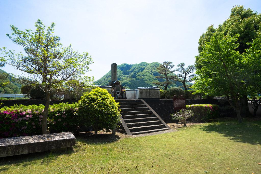 山中鹿介の墓1