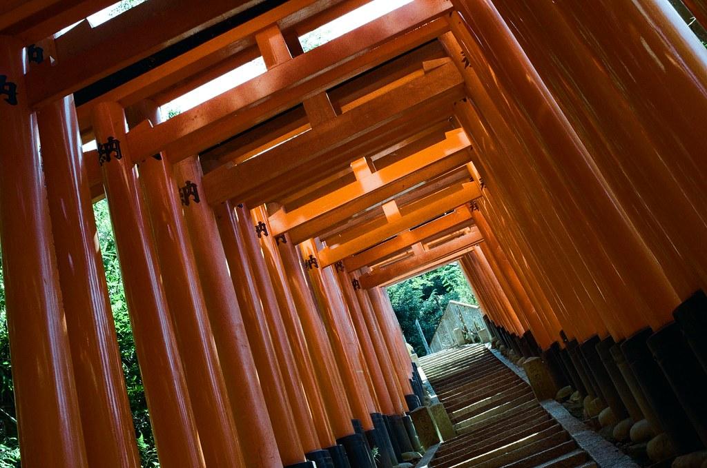 伏見稻荷 京都 Kyoto, Japan / Kodak ColorPlus / Nikon FM2 越走越遠,路上就越來越少人。  Nikon FM2 Nikon AI AF Nikkor 35mm F/2D Kodak ColorPlus ISO200 0993-0022 2015/09/29 Photo by Toomore