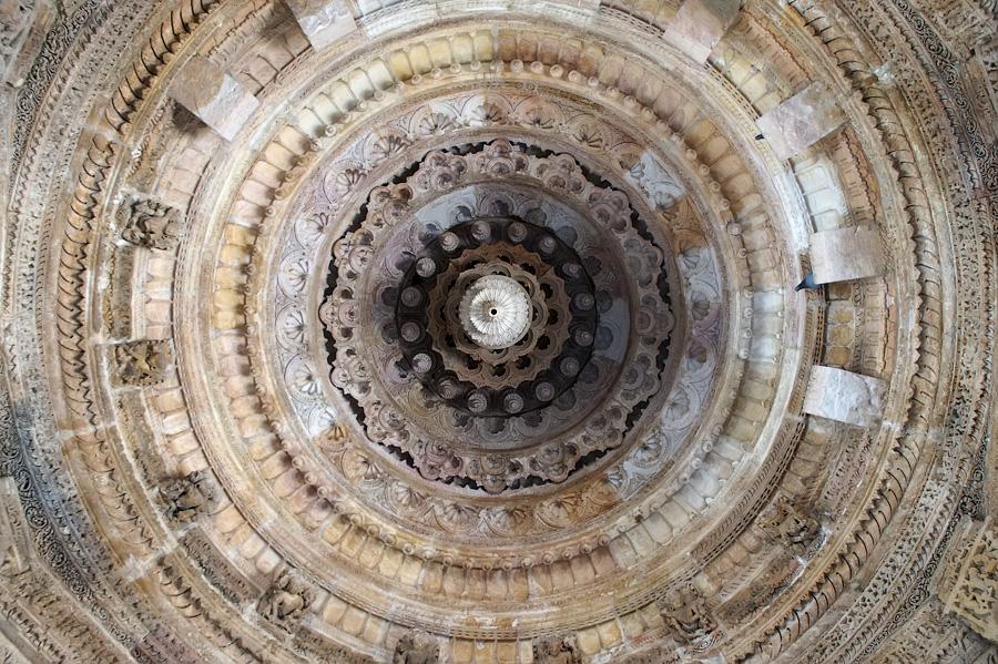 Удивительный потолок Храма Солнца (Сурьи), Модхера, Гаджарат, Индия © Kartzon Dream - авторские путешествия, авторские туры в Индию, тревел фото, тревел видео, фототуры