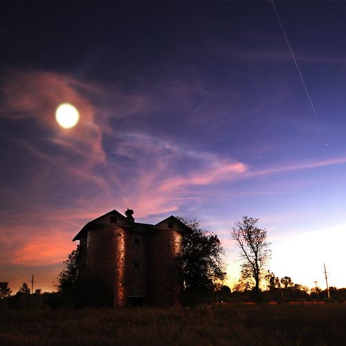 longexposure moon sorry night space aliens silo nasa le et orbit invasion iss internationalspacestation spaceobject mikekline michaelkline notkalvin helptheyrecomingtogetusandprobeus prisonproperty notkalvinphotography