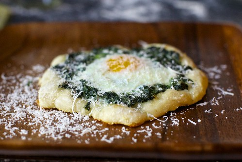 spinach and egg pizzette