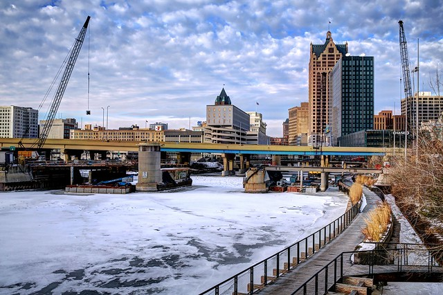 Winter work at St Paul Avenue Bridge