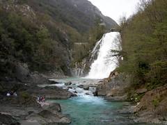 Foto per 30. Il torrente Torre con la Bocca e la cascata di Crosis.