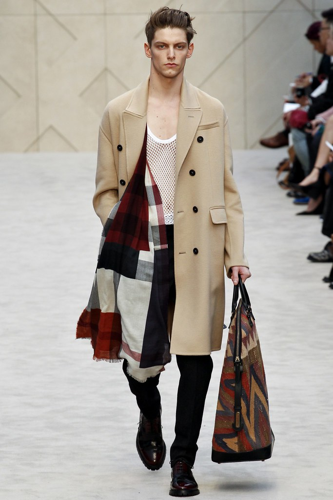 FW14 London Burberry Prorsum012_Roel Nabuurs(VOGUE)