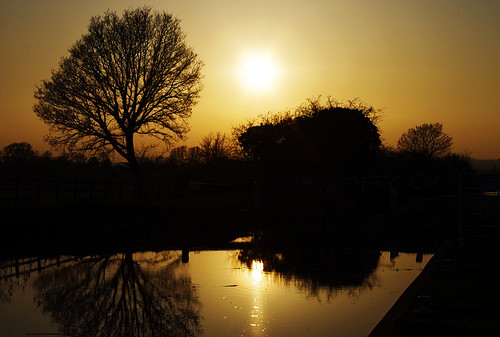 sunset reflection water canal silhouettes kennetavon
