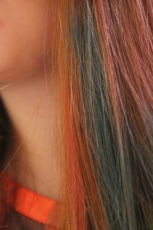 Body Shop hair chalks review pink blue