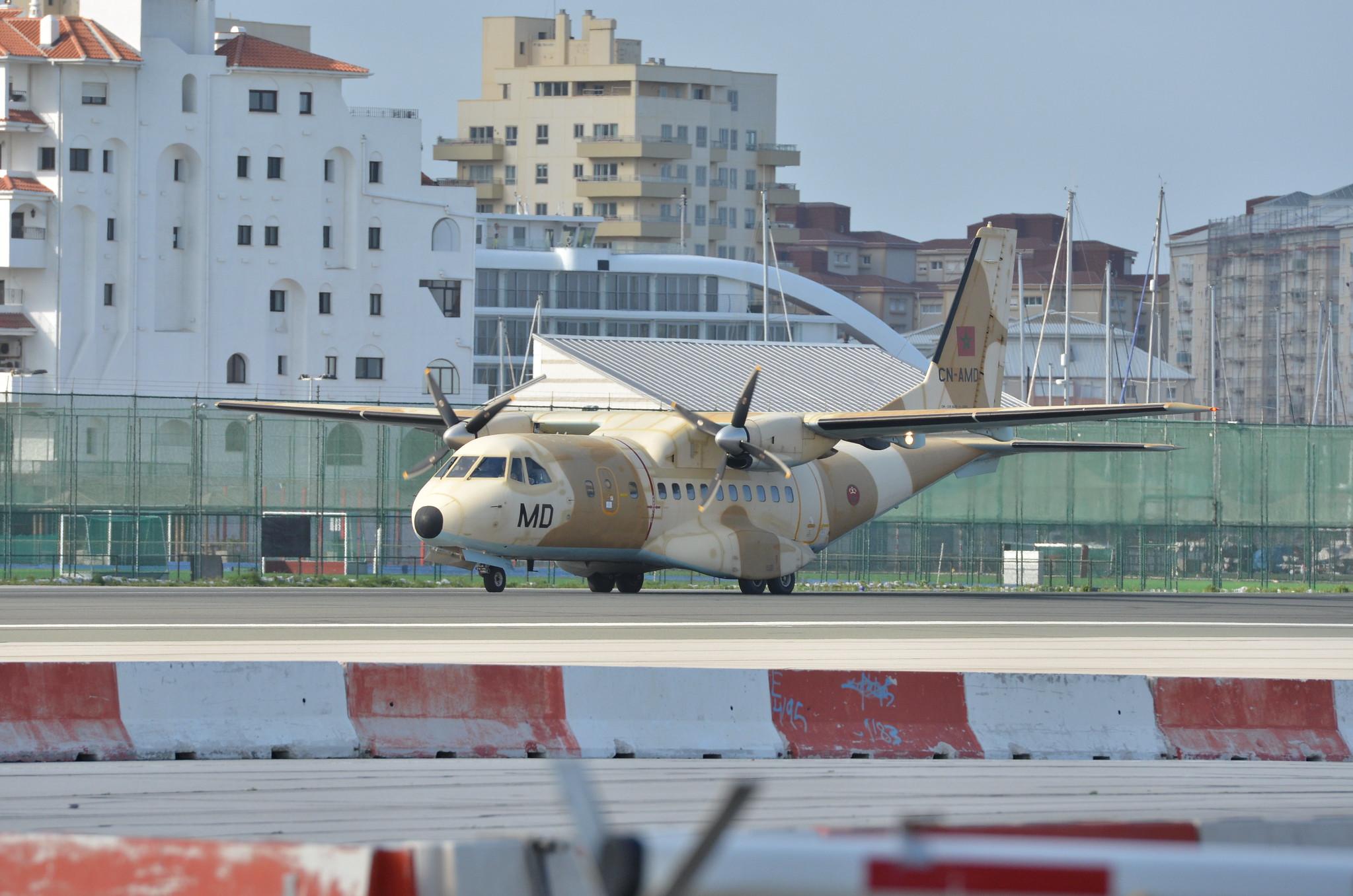 طائرات النقل العاملة بالقوات المسلحة المغربية 13060147433_98ee6f467b_k