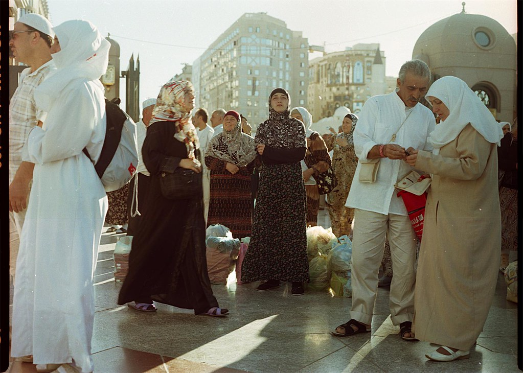 women haj haji jilbab hijab travel street white nabawi mosque