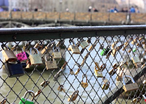 paris, pont des arts, fashion blog, גשר המנעולים בפריז, מנעולים, נהר הסיין, פונט דז אר