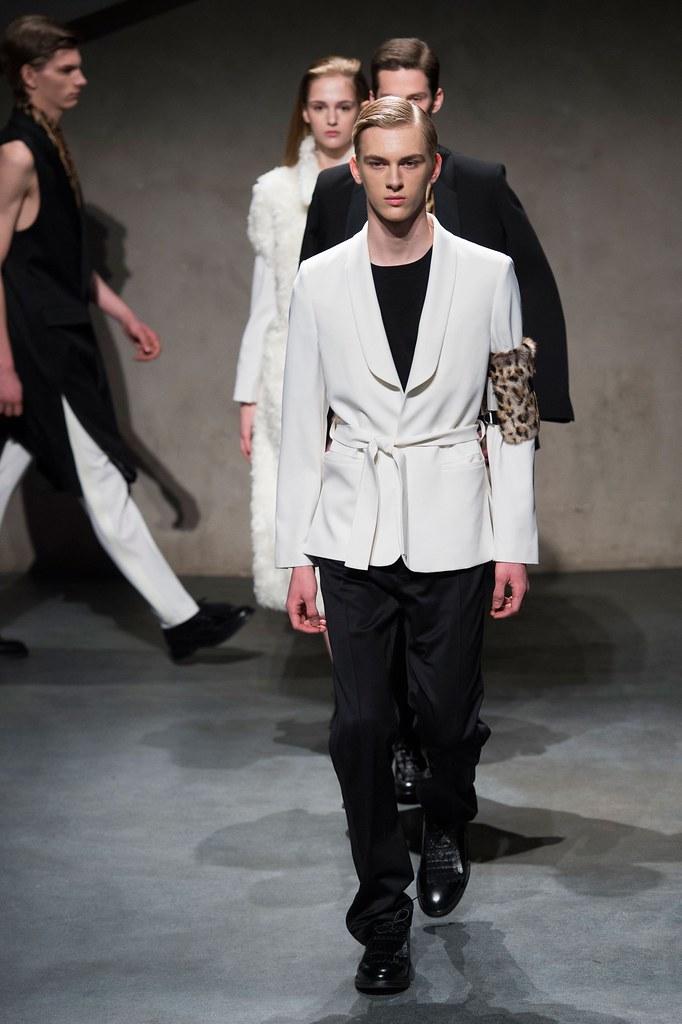 Dominik Sadoch3252_FW15 Paris 224 Hommes(fashionising.com)