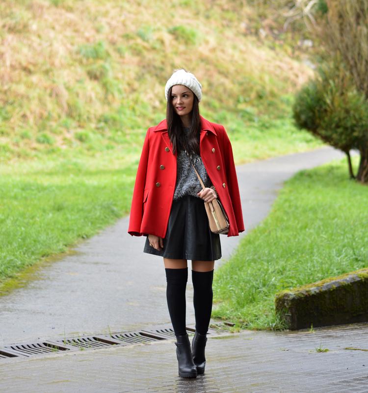 zara_beanie_ootd_red-coat_sheinside_botines_falda-cuero_07