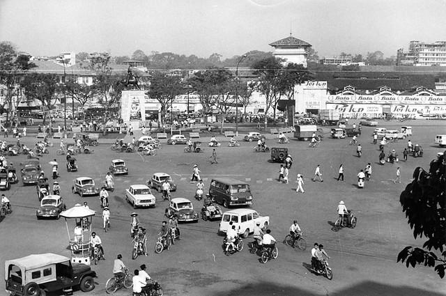 Việt Nam 1967 - Không phải toàn là cảnh đổ máu (1/10) - Chợ trung tâm tại Saigon cũng đông đúc nhộn nhịp như chợ tại bất kỳ thành phố lớn nào