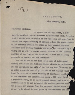 Lord & Lady Bledisloe announce the gift of land and Treaty House at Waitangi to the nation 1932