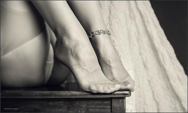 Фото пальцев ног в чулках