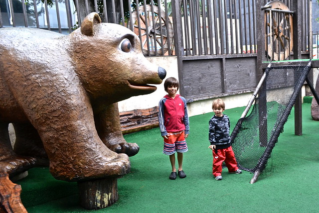 Grizzly Bears and Playground - Pizza Grizzly, Guatemala