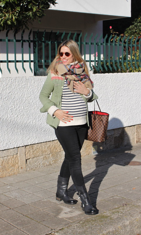 look embarazada en invierno_pantalones_zara_botas_biker_it_shoes_bufanda_cuadros_zara_jersey_rayas_embarazada_23_semanas_tercer_trimestre_street_style2