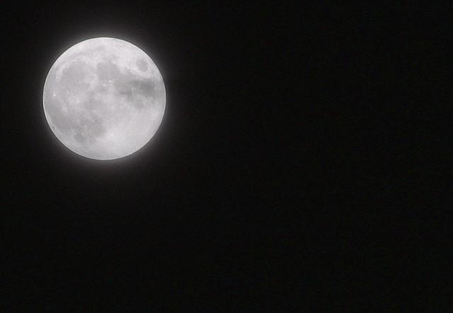 Mond 03