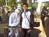 Berfoto Bersama Pocong