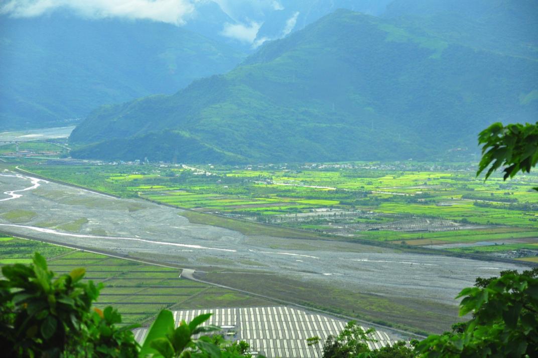 米棧古道望向花蓮溪腹地,圖片來源:劉軒含