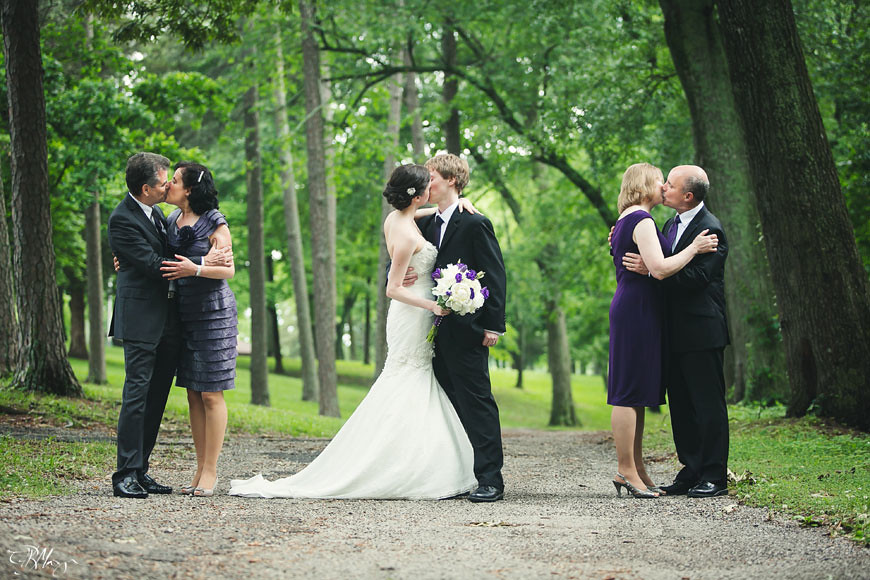 Bride-Groom-Parents-Kiss
