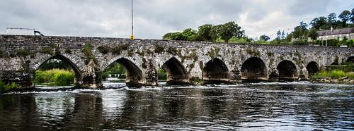 bridge ireland lake water river view scenic riverbridge slane irishbridge riverboyne boynebridge slanebridge