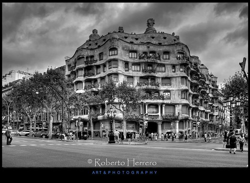 barcelona bw blanco arquitectura negro edificio paseo gaudi cataluña gracia mygearandme mygearandmepremium mygearandmebronze mygearandmesilver flickrstruereflection1 flickrstruereflection2 jesuscmsfavoritesgallery