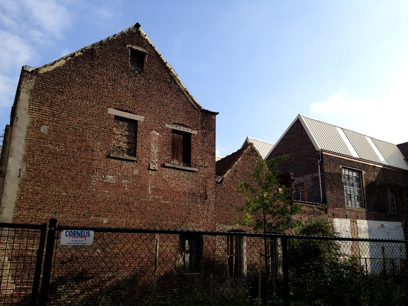 Old building's next to Piet's