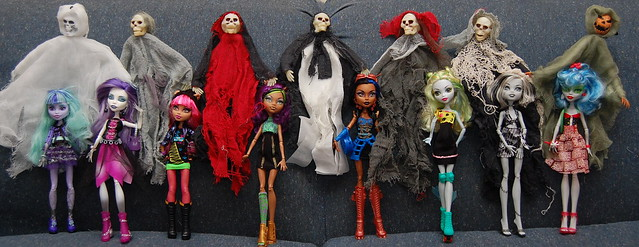 Twyla Spectra Vondergeist Howleen Wolf Clawdeen Wolf Robecca Steam Lagoona Blue Frankie Stein Ghoulia Yelpsu2013and lots of ghouls  sc 1 st  Becky Cochrane : robecca steam halloween costume  - Germanpascual.Com
