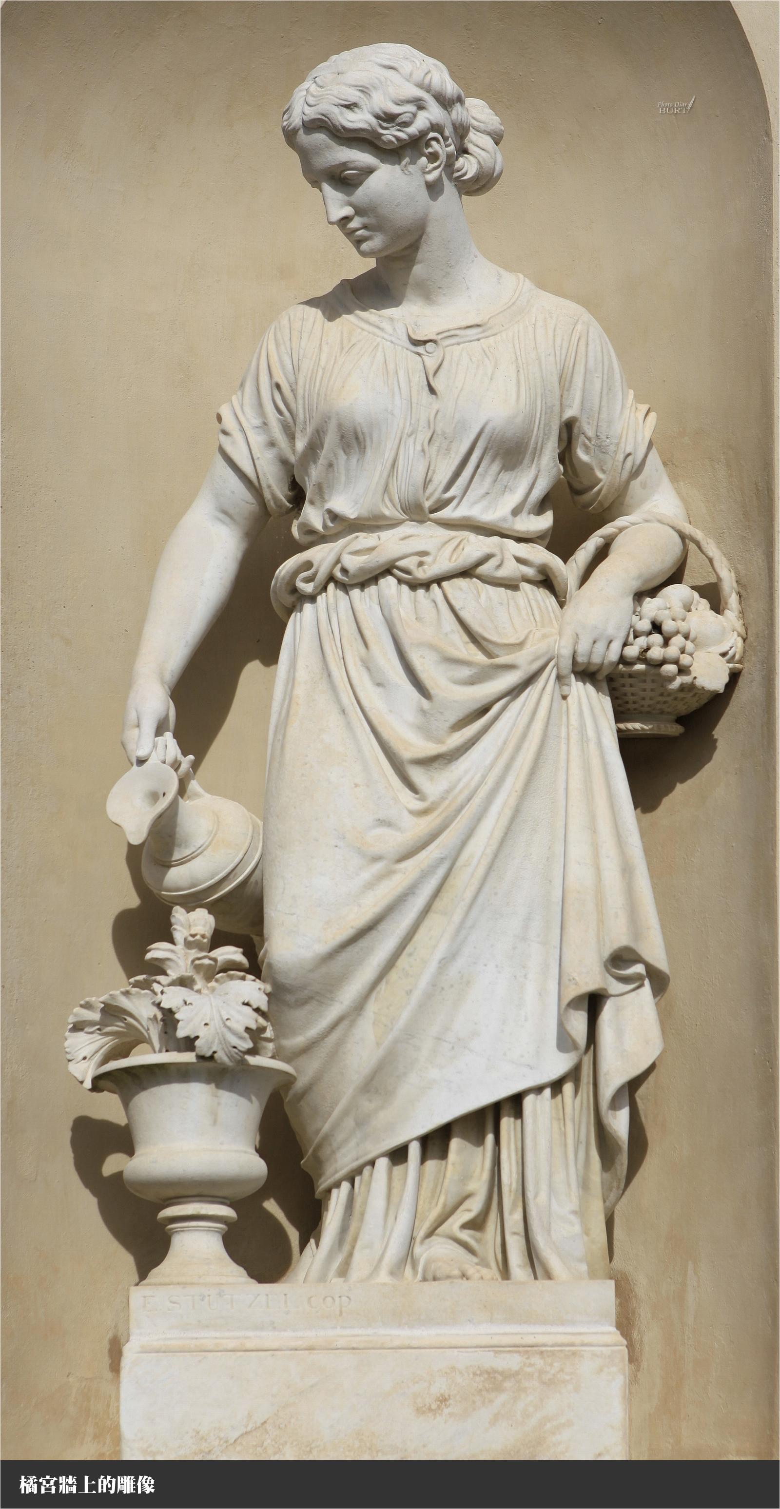 橘宮前的雕像