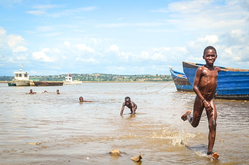 Kids on the beach, Cabinda
